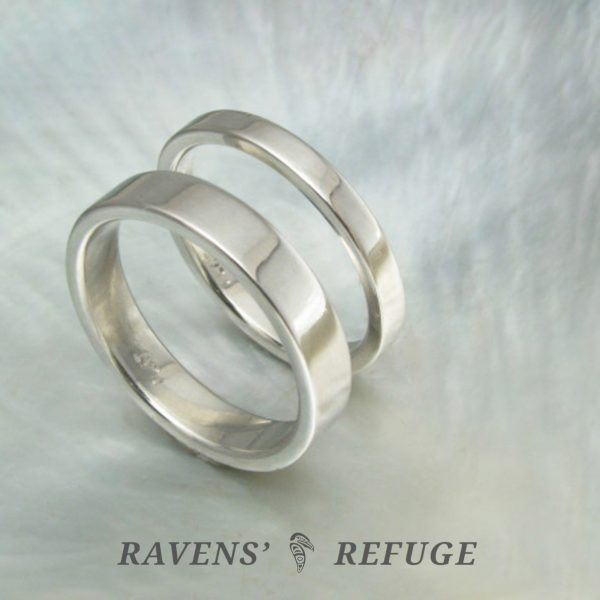 his and hers simple platinum wedding bands