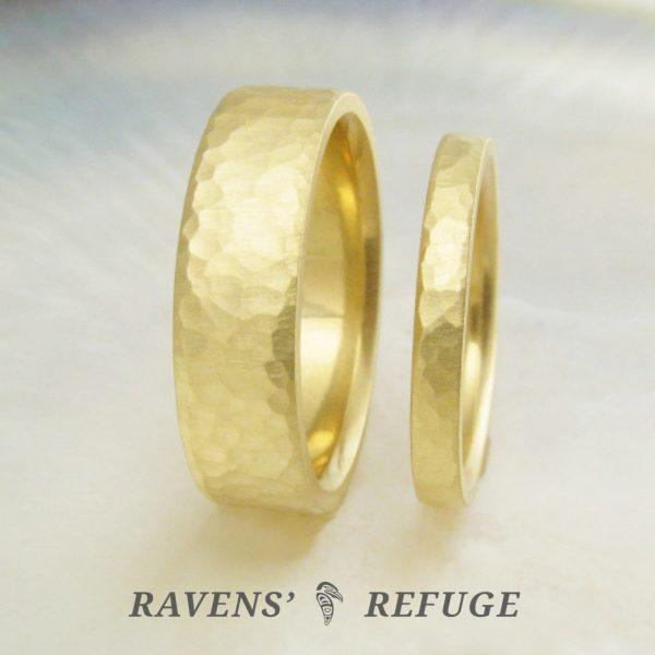 set of wedding bands – hammered rings, 18k gold