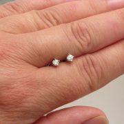 everyday diamond stud earrings